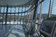 """<p>저수지에 깃든 삶과 향수. 충북 제천군 &lsquo;의림지 역사박물관&rsquo;<br> <br>  7월 1일부터 코로나19 장기화로 지친 국민을 위로하고 어려움에 처한 국내 관광업의 내수를 활성화하기 위한 &lsquo;2020 특별 여행주간&rsquo;이 시작됐다. 이번 여행주간의 화두는 &lsquo;안전&rsquo;이다.<br>  <br>  이에 문화체육관광부는 특정 관광지에 사람이 몰리는 것을 막고 소규모 &lsquo;안전 &rsquo; 여행 문화를 확산하기 위해 그동안 한국관광공사가 발굴해 온 &lsquo;숨은 관광지&rsquo;를 모아 소개한다. 3밀(밀폐&middot;밀접 &middot;밀집)을 피할 수 있는 국내의 &lsquo;숨어있던 관광지&rsquo;를 사진으로 만나보자.<br>  <br>  * 위 사진에 대한 저작권은 한국관광공사에 있으므로 무단 사용을 금합니다.<br> <br>  사용 문의 : 한국관광공사 숨은관광지 담당자(033-738-3419)</p> <p style=""""text-align: right;"""">(사진 = 한국관광공사)</p>"""