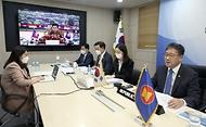 박양우 문화체육관광부 장관이 지난 22일 서울 용산구 문체부 스마트워크센터 회의실에서 제9차 아세안+3 문화장관 화상회의에 참석해 모두 발언을 하고 있다.