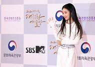 28일 서울 동대문구 경희대 평화의전당에서 2020 대한민국 대중문화예술상 온라인 시상식이 열렸다. 레드카펫에서 포즈를 취하고 있는 나하은.