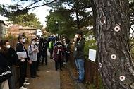 <p>1968년 김신조 사건(1&middot;21 사태) 후 일반인의 출입이 제한돼온 북악산 북측 탐방로가 52년 만에 개방됐다. 정재숙 문화재청장이 6일 둘레길로 조성된 이 탐방로 토끼굴 철문을 열고 있다.<br></p>