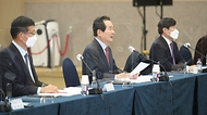 <p>정세균 국무총리가 24일 전북 군산 새만금컨벤션센터에서 열린 제24차 새만금위원회를 주재하고 있다. <br></p>