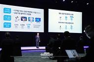 최기영 과학기술정보통신부 장관이 25일 오후 경기 고양시 일산 킨텍스에서 열린 '한국판 뉴딜 대한민국 인공지능을 만나다'에서 '인공지능 국가전략 1년의 성과'에 대한 발표를 하고 있다.