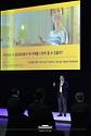 강성 카카오 엔터프라이즈 수석부사장이 25일 오후 경기 고양시 일산 킨텍스에서 열린 '한국판 뉴딜 대한민국 인공지능을 만나다'에서 '기업 간 협력 및 일상 속 인공지능 서비스'를 주제로 발표하고 있다.