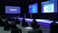 삼성전자 AI센터 빅데이터 팀장인 이경운 전무가 25일 오후 경기 고양시 일산 킨텍스에서 열린 '한국판 뉴딜 대한민국 인공지능을 만나다'에서 '팬데믹 재해 해결을 위한 협력 및 연구소 설립'을 주제로 발표하고 있다.
