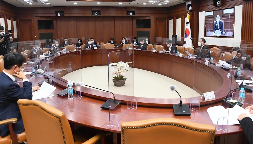 홍남기 부총리 겸 기획재정부 장관이 1월 21일 서울 광화문 정부서울청사에서 열린 '제3차 혁신성장 BIG3 추진회의'에서 모두발언을 하고 있다.