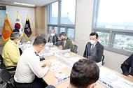 이남우 국가보훈처 차장이 25일  경북지역 안동 산불진화에 애써주신 경북소방본부를 방문하여 환담을 나누고 있다.