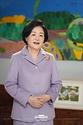 김정숙 여사가 2일 청와대에서 장애학생 맞춤형 문화예술 특수학교인 대구예아람학교의 입학식을 축하하는 메시지를 영상으로 전하고 있다.