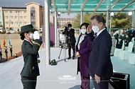 문재인 대통령이 5일 오후 대전광역시 국군간호사관학교에서 열린 제61기 졸업 및 임관식에서 졸업생도에게 계급장 수여 후 경례를 받고 있다.