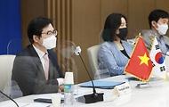 천영길 산업통상자원부 중견기업정책관이 9일 서울 대한상의 EC룸에서 화상으로 열린 '제5차 한-베트남 국장급 유통물류 정책협의회'에서 인사말을 하고 있다.