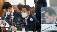 은성수 금융위원장이 9일 서울 중구 은행연합회에서 열린 여신전문금융회사·저축은행 최고경영자(CEO) 간담회에 참석해 모두발언을 하고 있다.