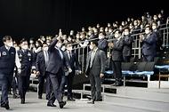 문재인 대통령이 9일 경남 사천시 한국항공우주산업(KAI) 고정익동에서 한국형 전투기(KF-X) 시제기 출고식에 참석하고 있다.