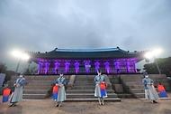 30일 오후 경복궁 수정전에서 열린 제7회 궁중문화축전에서 축하 공연이 펼쳐지고 있다.