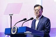 문재인 대통령이 6일 울산 남구 3D프린팅 지식산업센터에서 열린 '울산 부유식 해상풍력 전략 보고'에 참석해 발언하고 있다.