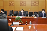 <p>임재현 관세청장은 5월 4일 오후, 서울본부세관 대회의실에서 관세청 납세자보호위원회 외부위원들을 초청해 간담회를 열었습니다.&nbsp;</p>