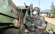 육군12사단 예하 포병대 장병들이 5일 강원도 인제군 서화 훈련장에서 열린 K105A1 자주포 사격훈련을 하고 있다. (출처=국방일보)