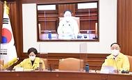 홍남기 경제부총리가 12일 정부서울청사에서 열린 제43차 비상경제 중앙대책본부 회의를 주재하며 발언하고 있다.