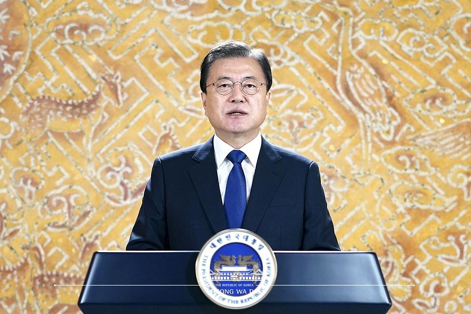 문재인 대통령이 14일 일본군 '위안부' 피해자 기림의 날 기념식에 영상을 통해 기념사를 전하고 있다.