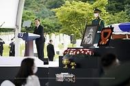 문재인 대통령이 18일 국립대전현충원에서 열린 고 홍범도 장군 유해 안장식에서 추념사를 하고 있다.