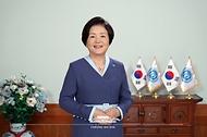 김정숙 여사가 청와대 본관 영부인접견실에서 6일 국제백신연구소(IVI) 주관으로 열린 '제20차 연례 국제백신학 연수과정 개회식'에 영상을 통해 축사를 전하고 있다.