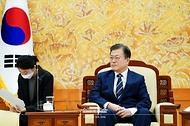 문재인 대통령이 13일 청와대에서 한·호주 외교·국방(2+2) 장관회의 참석차 방한한 호주 마리스 페인 외교장관, 피터 더튼 국방장관을 접견하고 있다.