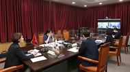 한정애 환경부장관이 15일 오후 서울 서초구에 위치한 한강홍수통제소에서 쩐홍하(Tran Hong Ha) 베트남 천연환경부 장관과 화상으로 만나, 양국의 탄소중립과 생물다양성 협력 방안에 대해 의견을 교환하고 있다.