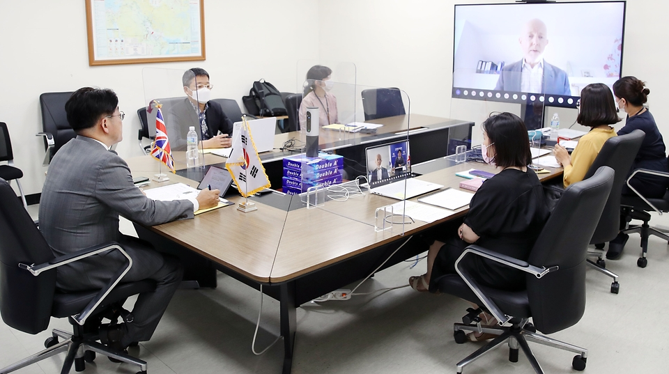 양기욱 산업통상자원부 FTA정책관(수석대표)이 16일 오후 정부세종청사 산업부 영상회의실에서 열린 '제1차 한-영국 FTA 상품위원회'에서 인사말을 하고 있다.