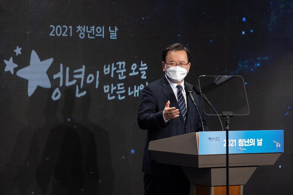 김부겸 총리가 기념사를 하고 있다.