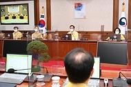 김부겸 국무총리가 17일 세종로 정부서울청사에서 열린 임시 국무회의를 주재, 모두발언을 하고 있다.