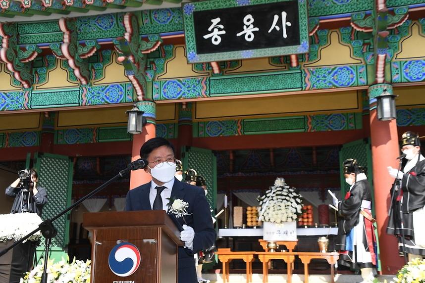 김현모 문화재청장이 23일 오후 충남 금산군에 있는 칠백의총에서 열린 '제429주년 칠백의사 순의제향'에 참석해 인사말을 하고 있다.