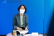 임혜숙 과학기술정보통신부 장관이 16일 오후 서울 중구 그랜드센트럴타워 1인미디어콤플렉스오픈스튜디오에서 '디지털미디어 청년창업 활성화 간담회'를 하고 있다.