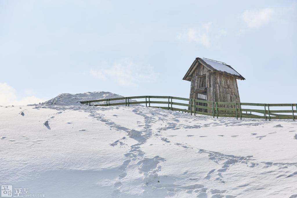 강원도 평창군 대관령면에 있는 대관령 양떼목장의 산책로 중간에 목조로 된 방갈로가 있어 마치 원두막 같은 역할을 한다. 특히 여름철에는 잠시 따가운 햇볕을 피할 수 있고, 겨울에는 세찬 눈보라를 피할 수 있다. <br/> <br/>  - 대한민국 테마여행 10선 '평창로드' (1일차 코스)