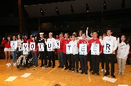 11월 6일 오후 서울 코엑스 오디토리움에서 열린 '2018 평창동계올림픽 및 동계패럴림픽 자원봉사자 발대식'에 참석한 심보균 행정안전부 차관(오른쪽 네번째)과 노태강 문화체육관광부 제2차관(오른쪽 일곱번째) 및 자원봉사자 대표들이 기념촬영을 하고있다.