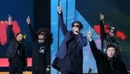 11월 30일 서울 영등포구 KBS홀에서 열린 2018 평창동계패럴림픽 G-100일 기념 '한중일 장애인예술축제' 서울 공연에서 클론이 축하공연을 하고 있다.