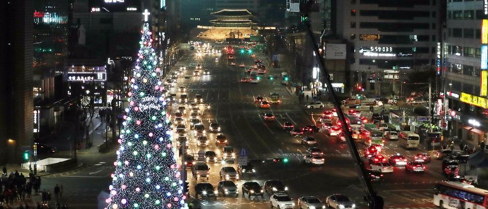 12월 2일 서울광장에서 '2017 대한민국 성탄트리 점등식'행사가 열려 성탄트리에 불이 켜졌다. 이 성탄트리는 내년 1월 8일까지 서울 도심에 불을 밝힐 예정이다.
