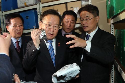 김부겸 장관, 백령도 주민대피시설 점검