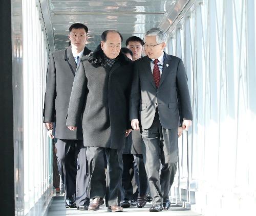 북측 고위급 대표단 인천공항 도착