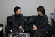 통계청(청장 황수경)은 2월 13일(화) 나눔, 봉사문화 확산에 동참하고자 대전 사회복지시설 자모원을 방문하여 위문품을 전달하고 위로의 말을 전했습니다