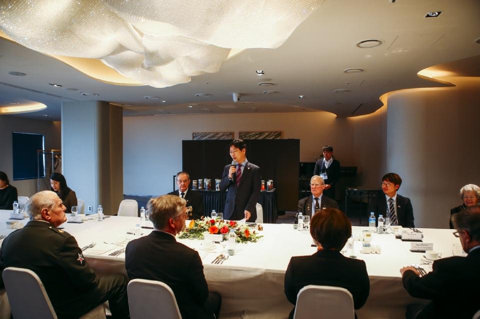 심덕섭 국가보훈처 차장이 12일 서울 중구 그랜드앰배서더 호텔에서 네덜란드 총리 방한 계기 참전용사 및 가족등 10명을 모시고 환영오찬에 참석하여 인사말씀을 하고 있다