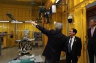 유영민 과학기술정보통신부 장관이 12일 포항 가속기연구소를 방문하여 방사광 가속기 시설 및 실험장비들을 둘러보고 지진 발생에 대한 대응체계를 갖춰달라고 당부했다.