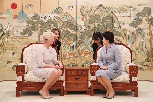 김정숙 여사, 이베타 베요네 라트비아 대통령 여사 환담