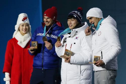 남자 스켈레톤에서 금메달을 차지한 윤성빈 선수 시상식 참석
