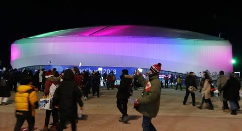 쇼트트랙 경기가 열리는 아이스아레나 경기장의 야경