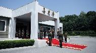 지난 26일 오후 판문점 북측 통일각에서 열린 제2차 남북정상회담장에 북한 군인이 사열해 있다.