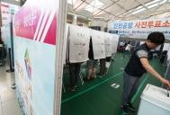 인천국제공항에 설치된 제7회 전국동시지방선거 사전투표소