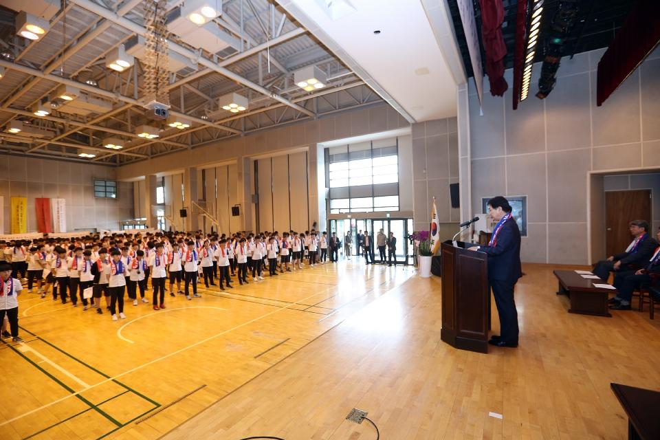 8일 서울 종로에 위치한 중앙고등학교 대강당에서 열린 제92회 6.10독립만세운동 기념식에 참석한 심덕섭 국가보훈처 차장이 참석하여 축사를 하고 있다.