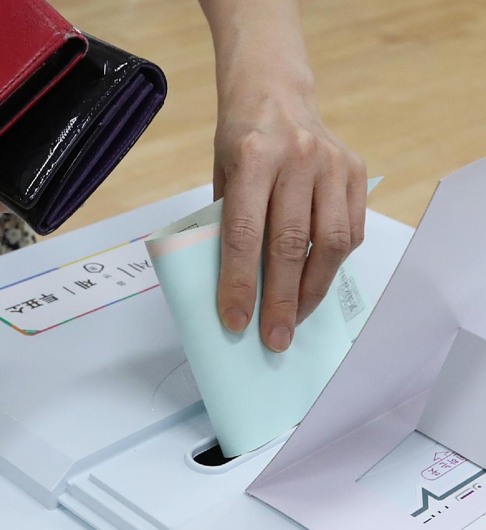 제7회 전국동시지방선거관련 투표하는 유권자들