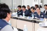 손병석 국토교통부 제1차관은 7월 10일 (화), LH 화성동탄 아파트 건설현장을 방문해 근로시간 단축 이행상황을 점검하고, 노·사단체 관계자들과 주52시간제 현장 안착방안을 논의했다.