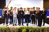 유영민 과학기술정보통신부 장관(앞줄 오른쪽 두 번째)과 문미옥 청와대 과학기술보좌관(앞줄 왼쪽 첫 번째)이 10일 인도 뉴델리 르메르디안호텔에서 열린 'K-글로벌 인디아 2018' 스타트업 데모데이에 참석해 참가자들과 기념촬영 하고 있다.