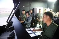 피우진 국가보훈처장이 호국보훈의 달 계기 11일 오전 충북 음성군에 위치한 특수작전항공단, 601.602항공대대를 방문하여 환담 후 전술시뮬레이터 설명을 듣고 있다.