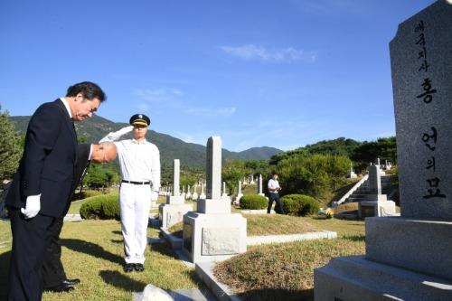 무연고 독립유공자묘소 참배